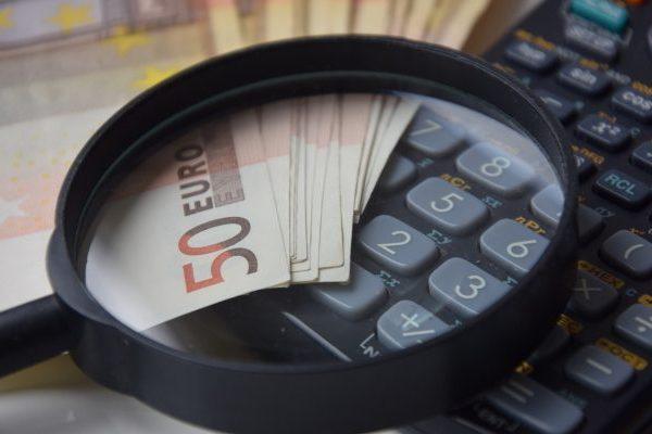 Como funciona o simulador financeiro de investimentos?