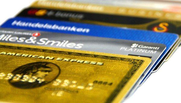 Cartão de crédito: saiba como gerenciar gastos em mais de um cartão