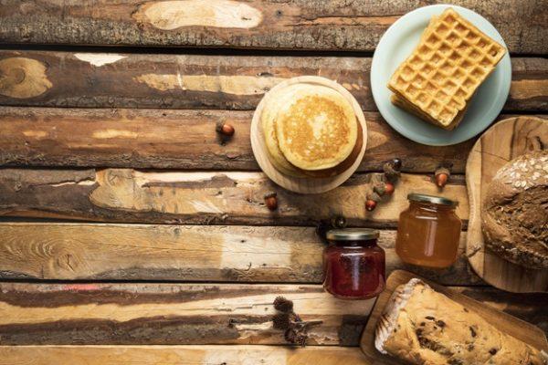 Há uma razão para o debate panquecas x waffles. Eis por que os pratos do café da manhã são realmente tão diferentes.